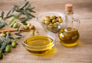 4 Ways New Moms Can Use Olive Oil